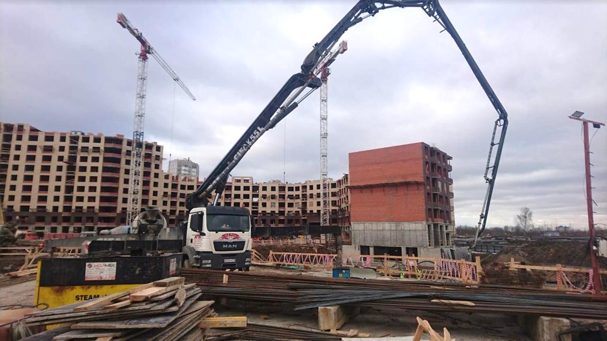 Подача бетонной смеси с помощью автобетононасоса время застывания бетона